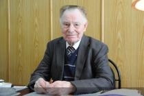 Советский министр Александр Ежевский встречает вековой юбилей на работе
