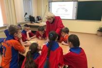 Тюменские школьники прошли квест и исполнили гимн России