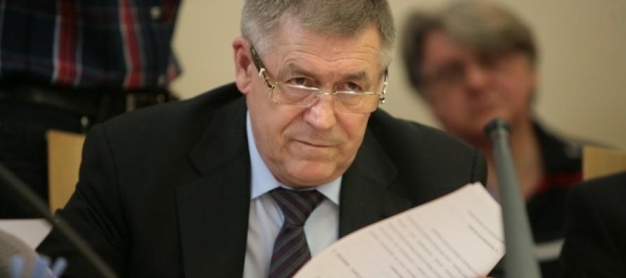 Депутат ГосДумы Эрнест Валеев считает: «…юрист — профессия, которой граждане должны доверять»